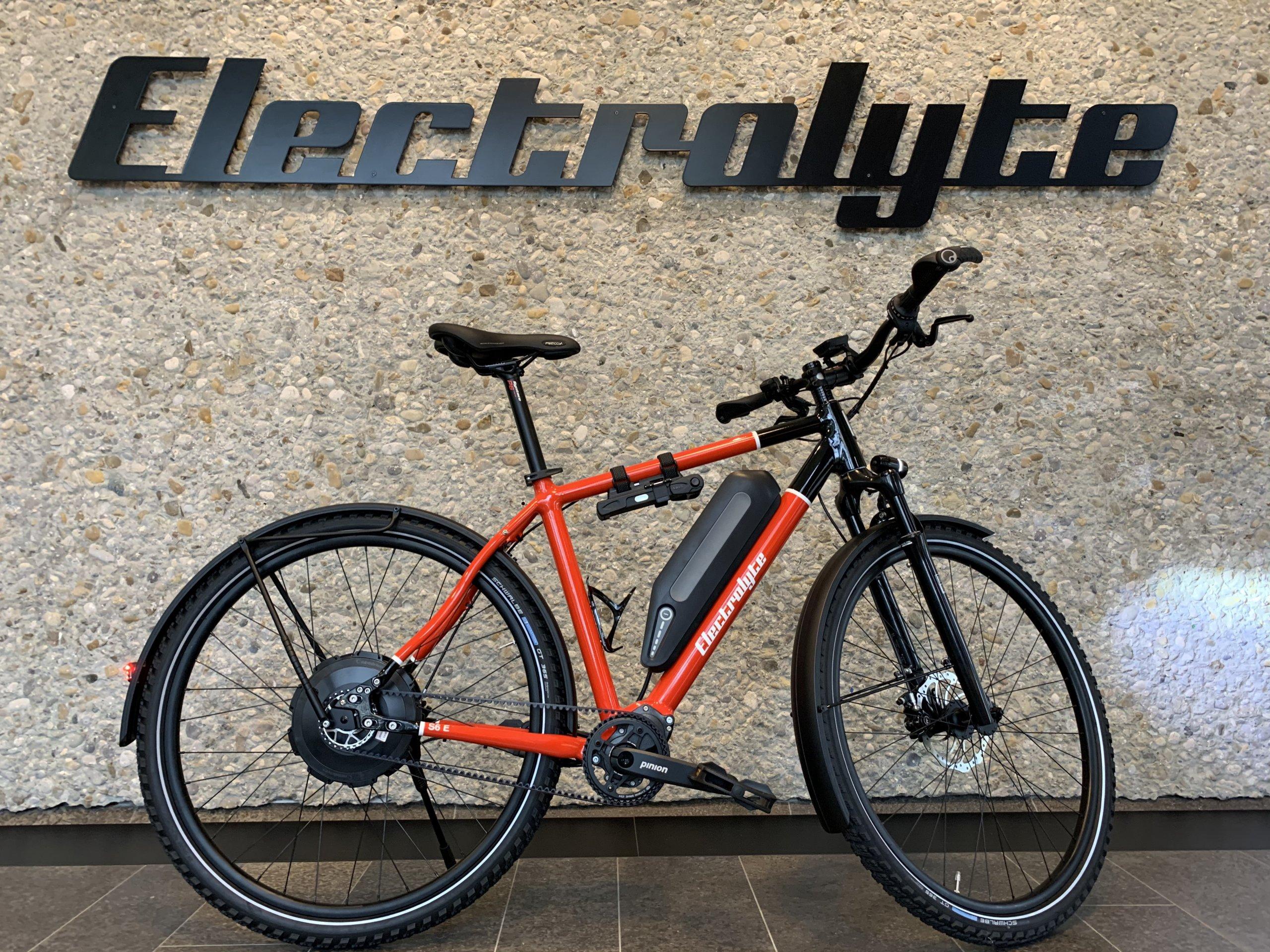 S6 E - Red / Black